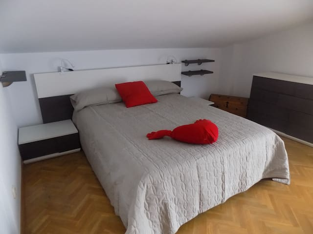 Apartamento en Villa, parking, zona Universidades