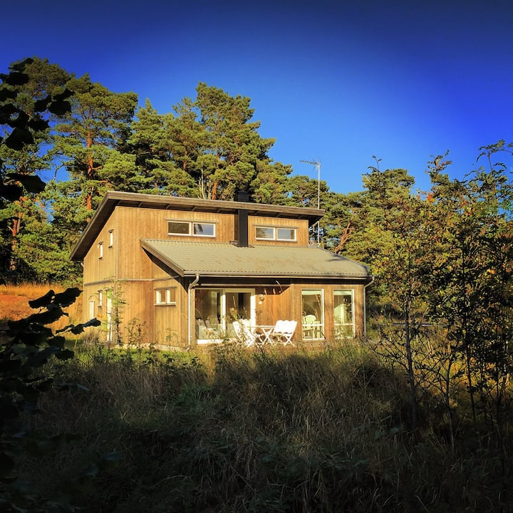 Modern cottage 5min from Fårös top beach