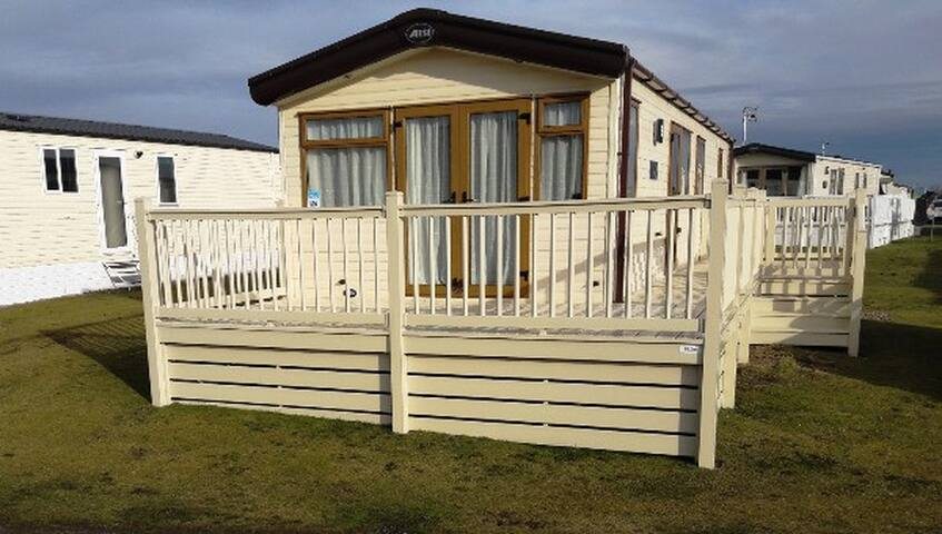 Luxury 2 Bed Caravan Lossiemouth sleeps 6 - Moray - Andre