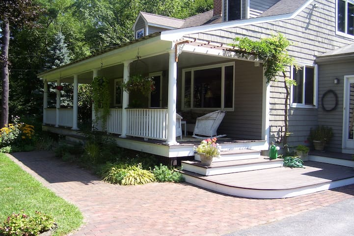 2 Private BRs in cozy cape near historic Concord - Acton - House