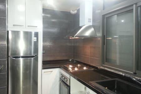 Appartement trois pièces neuf, moderne avec clim - Agadir - Apartemen
