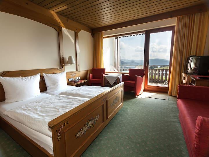 Panoramahotel Sonnenalm, (Todtnau), Doppelzimmer Standard, 22qm, Dusche/WC mit Südbalkon