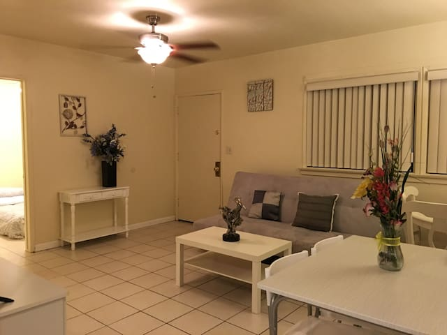Cozy 3 bedroom Home In San Gabriel - San Gabriel - House