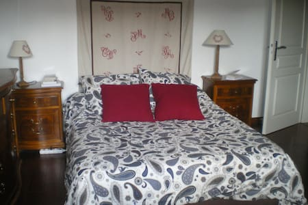 Lovely bedroom in the town centre