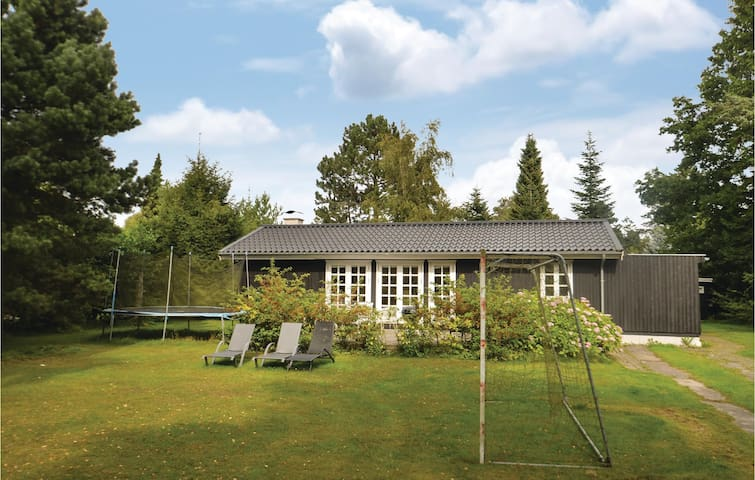 Holiday cottage with 3 bedrooms on 87m² in Idestrup