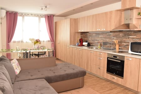 Blom Airport Apartment