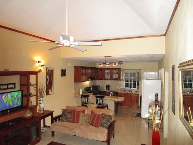 The Residence Portmore Apartment 2 - Portmore - Wohnung