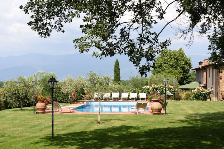 Wonderful private villa with private pool, WIFI, hot tub, A/C, TV, patio, panoramic view, parking