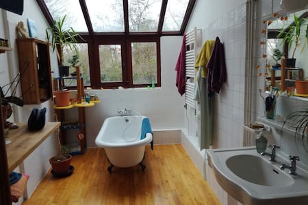 Sunny room in a Belgian house - Uccle - Casa