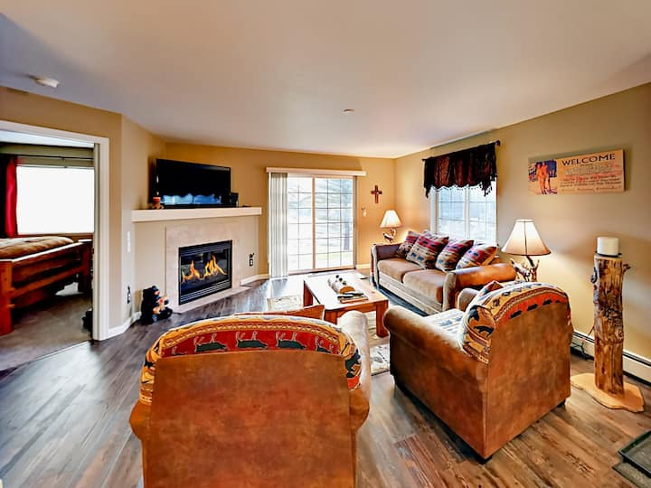 Spacious Condo with Hot Tub & Patio - Near Lifts
