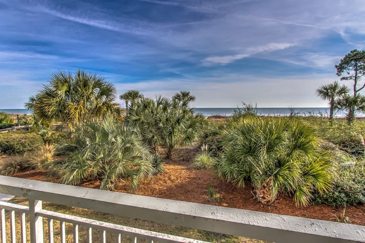 116 Breakers-Oceanfront with Pool & Kiddy Pool.  Steps to Dining & Shopping