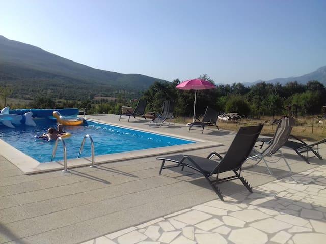Belle maison avec grande piscine