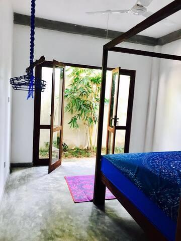 Tiger Villa Bamboo Room  /Midigama