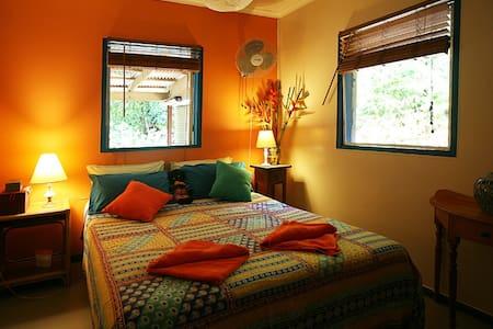 Tropical Bliss Bed and Breakfast - Oda + Kahvaltı