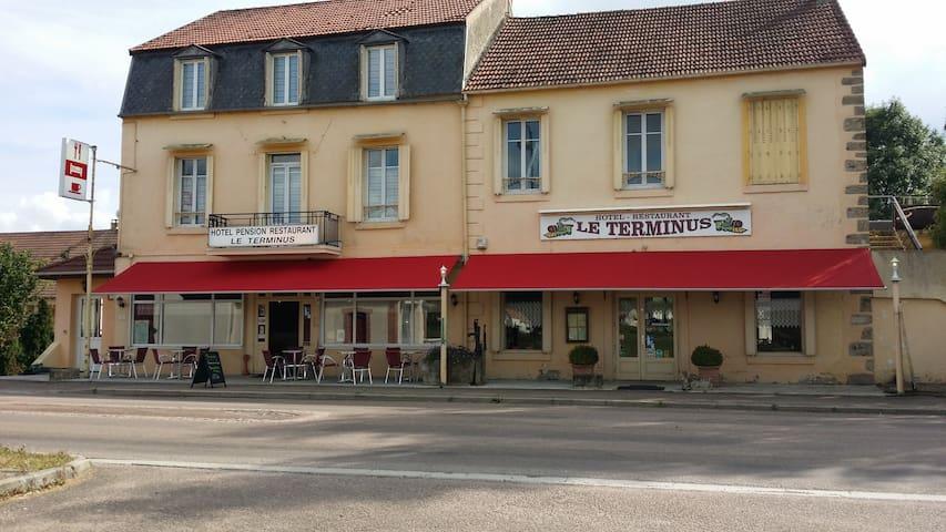 HOTEL BAR RESTAURANT LE TERMINUS - Précy-sous-Thil - Bed & Breakfast