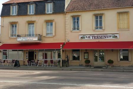 HOTEL BAR RESTAURANT LE TERMINUS - Précy-sous-Thil - Other