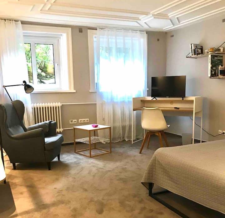 Blankenese-Mitte: kleine Wohnung in Altbauvilla
