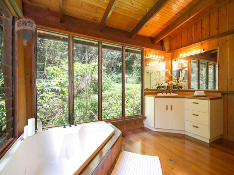Bathroom with (private) forest view