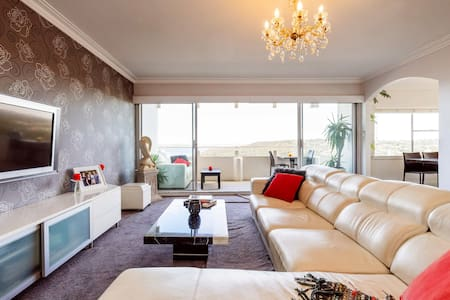 Luxurious Penthouse Room in Manly with Water Views