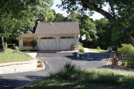 Hill Country Carriage House - House