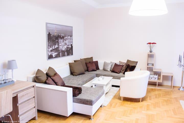 Luxury Suite in historischer Villa südlich v. Wien - Baden - Apto. en complejo residencial