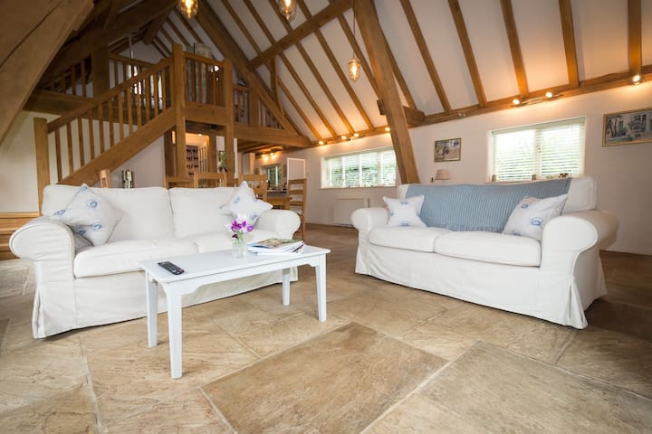 Ashwell Barn, Chedworth - Heart of the Cotswolds