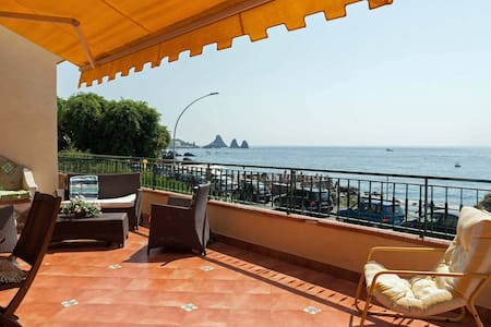 Beachfront balcony Aci Castello - Aci Castello - Appartement