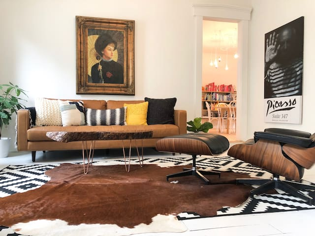 Designer Living in Heart of Downtown