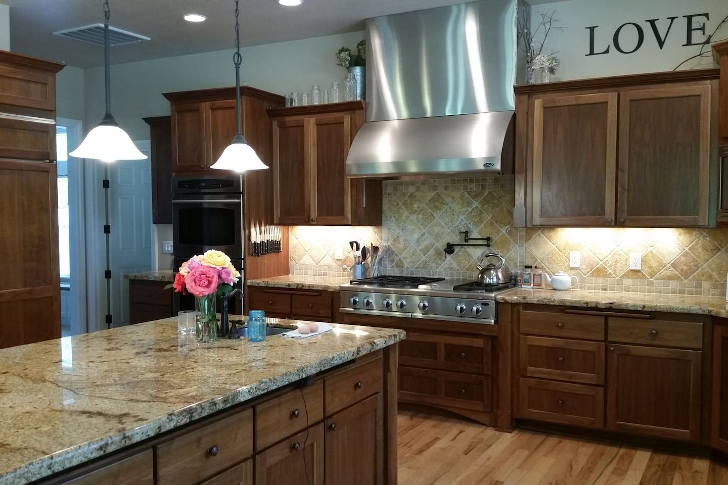 Gourmet kitchen with double oven, 6 burner gas stove w/ grill, 4 dishwasher drawers, and warming drawer