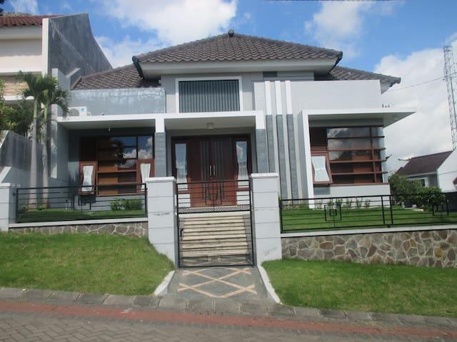 Rumah Tidar - Kecamatan Lowokwaru - House