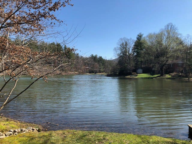 Hendersonville Lake Rental Close to Everything