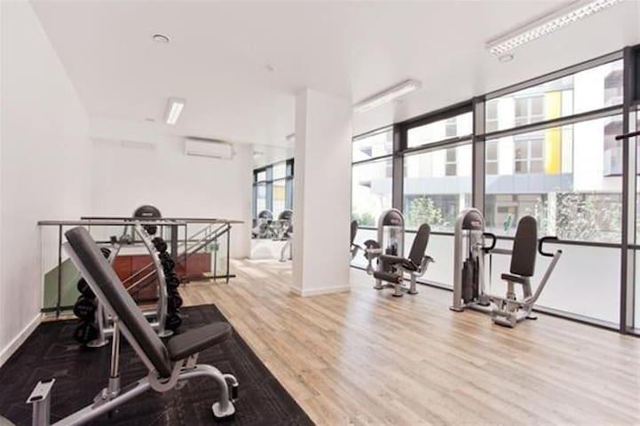 Modern 8th fl studio flat, stunning view, free gym - London - Wohnung