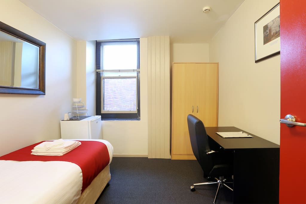 Macquarie house single room 9 serviced flats for rent for Best private dining rooms hobart