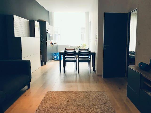 Modern en licht appartement met dakterras