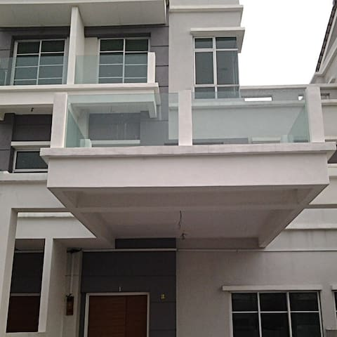 Room in Peaceful Casa Perdana House - Seberang Prai - Huis