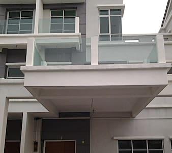 Room in Peaceful Casa Perdana House - Seberang Prai - Ház