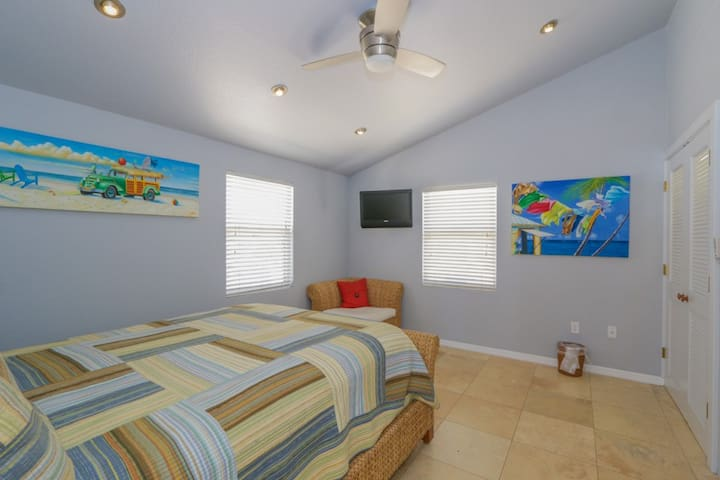 CANAL HOME, HTD. POOL,  SLPS 10 PELICAN'S