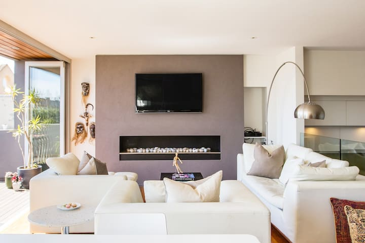 Port Melbourne Townhouse Close to City and Beach