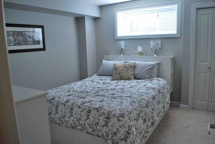 ⭐️ Cozy Private Bedroom ⭐️  - West YEG