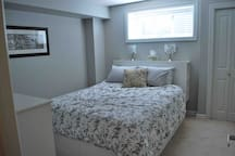 ⭐️ Entire Basement ⭐️ Bed, Bath, Living -West YEG