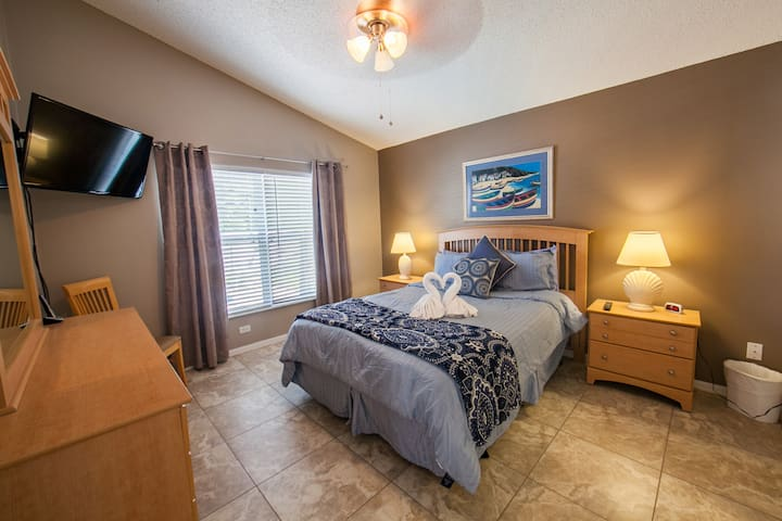 """Master Bedroom with Queen Bed and 40"""" LCD TV."""