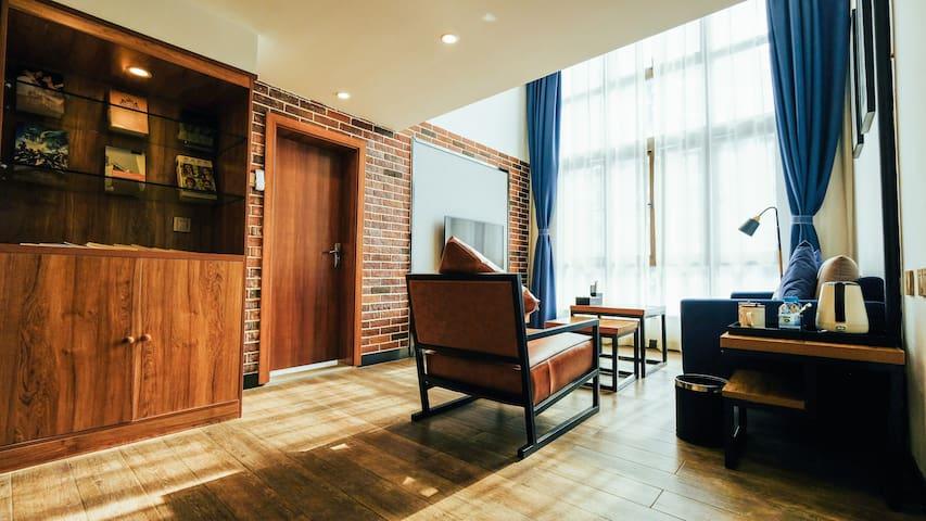 北欧乡村文创复式公寓/双床房/两层超大独立空间/近东盟商务区地铁口/早餐配送至房门口/航洋万象购物