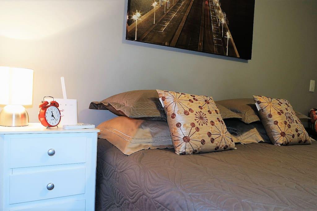 04 travesseiros proporcionando maior conforto