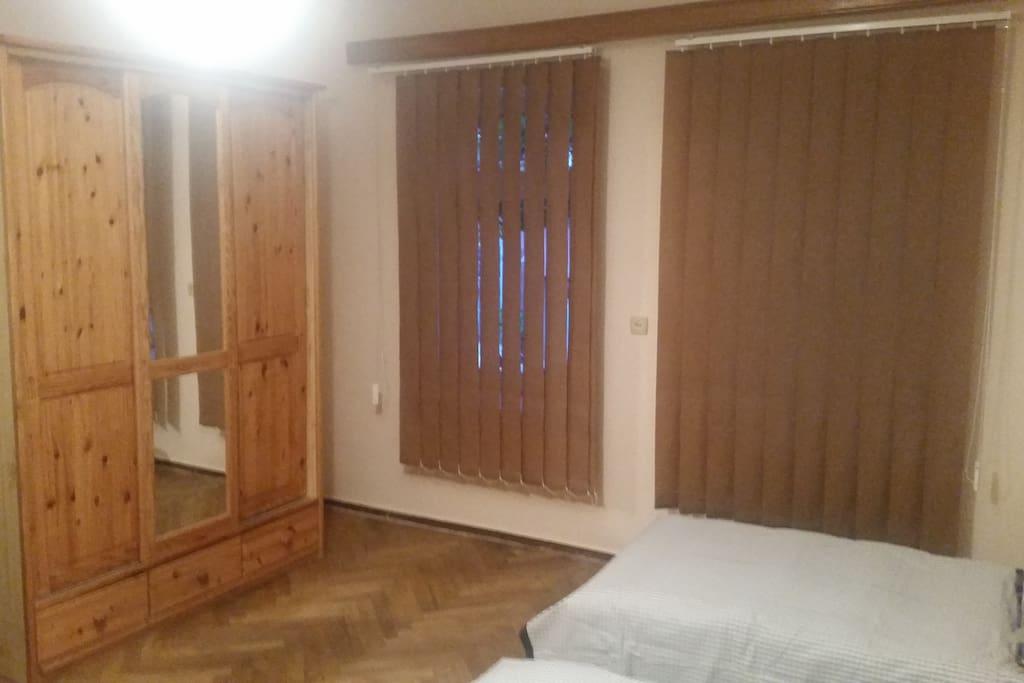 4 Beds Room (2)