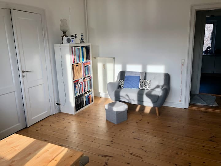 Flat with white cozy livingroom close to metro
