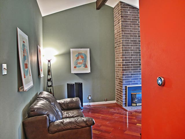 Modern Townhouse 1600 sqft 2bd/2ba - Denver - Apartment