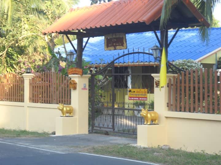 Bobby House