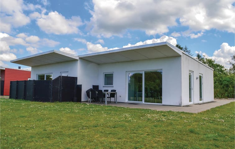Holiday cottage with 2 bedrooms on 54m² in Ringkøbing