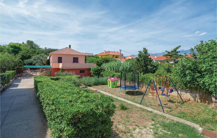 Stunning home in Razanac with WiFi and 2 Bedrooms