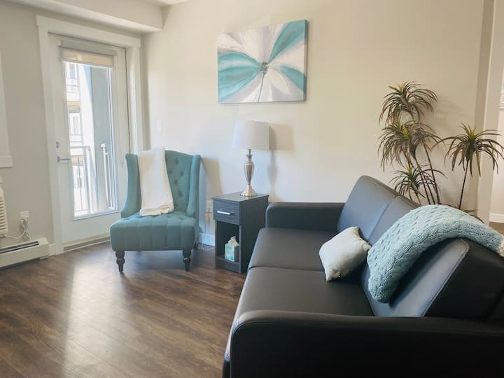 🌞 Spacious unit perfect for long or a quick stays!